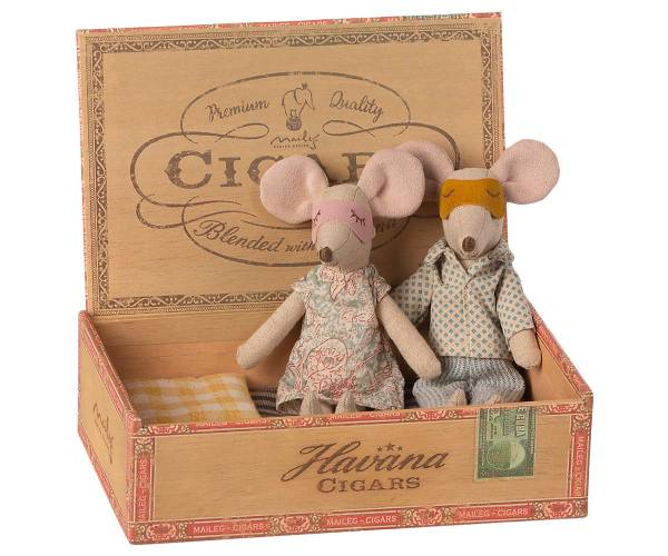 MAILEG Mama & Papa Mäuse in der Zigarrenschachtel